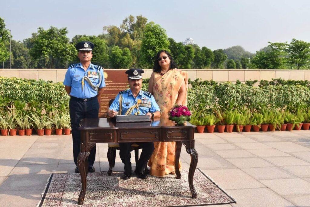 Air Chief Mshl VR Chaudhari At National War Memorial